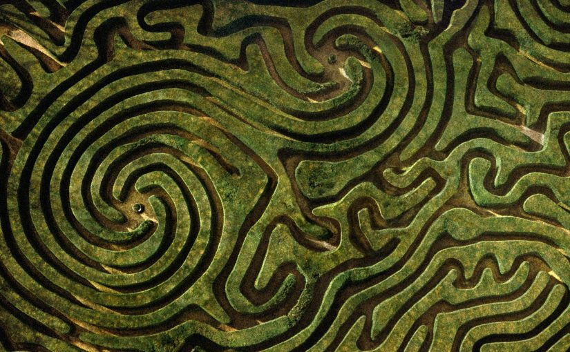 England, Wiltshire, Longleat Maze, aerial view (C) Jason Hawkes / Getty Images